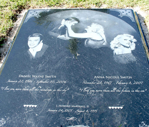 anna nicole smith's new gravestone - 113.4KB
