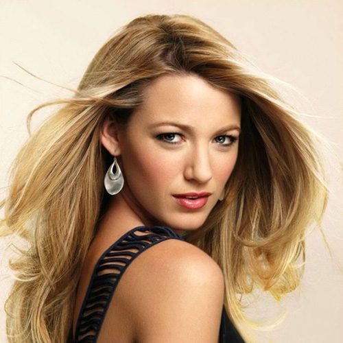 Blake Lively honored with CinemaCon award!