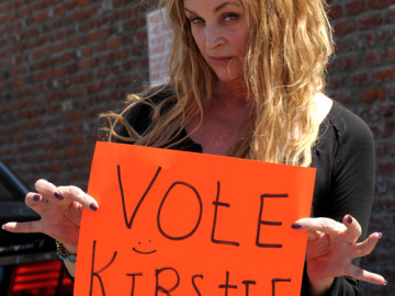 Vote for Kirstie Alley on 'Dancing With The Stars'