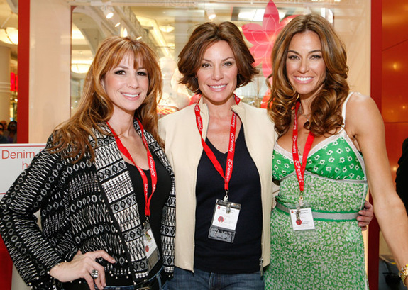 Countess LuAnn's 'Chic C'est La Vie' video!
