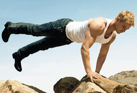 Kellan Lutz's workout is insanely sexy!