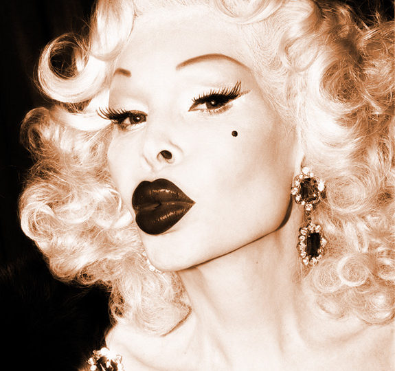 Watch: Amanda Lepore & Cazwell – Marilyn