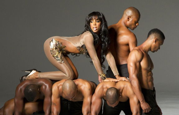 Watch: Kelly Rowland's 'Lay It On Me'