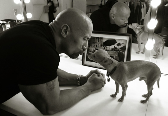 Here's Dwayne Johnson kissing an adorably tiny dog