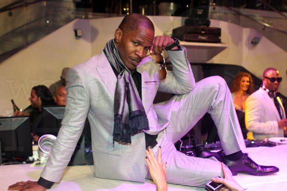 Here's Jamie Foxx dancing in his underwear