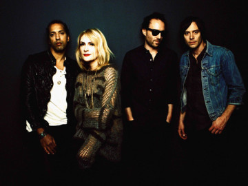 """Metric goes acoustic with """"Synthetica"""""""
