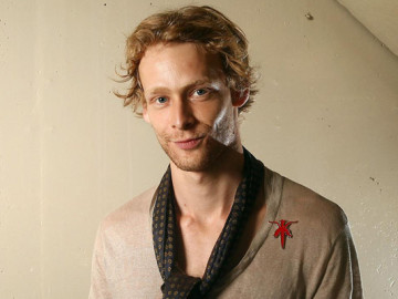 Actor Johnny Lewis' dramatic death!