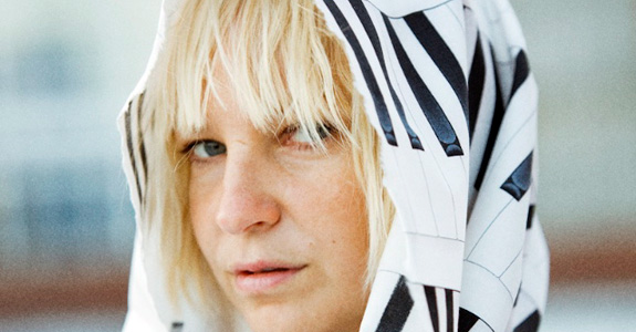 "Sia covers Rihanna's ""Diamonds"""