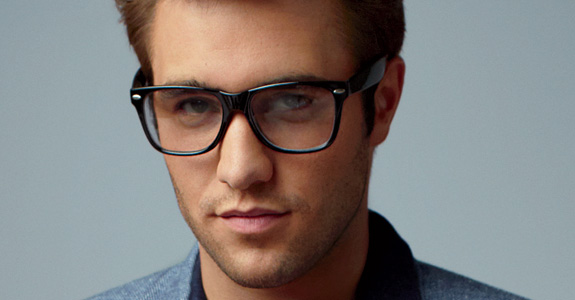 Revenge's Josh Bowman is making us melt!