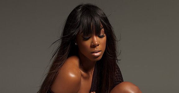 "Video: Kelly Rowland airs her ""Dirty Laundry"""