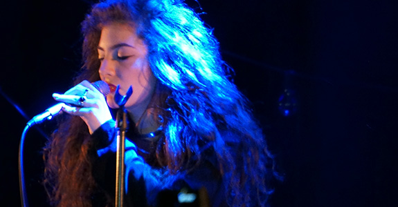 Lorde shined at Los Angeles' Belasco Theatre