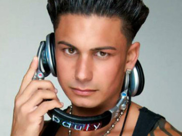 Pauly D is fighting for custody of his love child