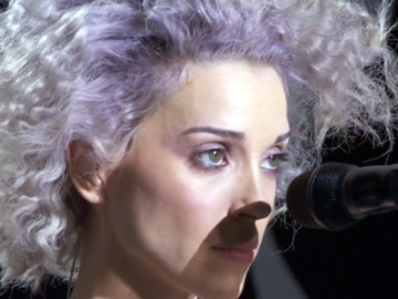 Watch: St. Vincent played for Diane von Furstenberg at NYFW