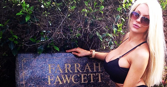 Courtney Stodden is here to desecrate some graves!