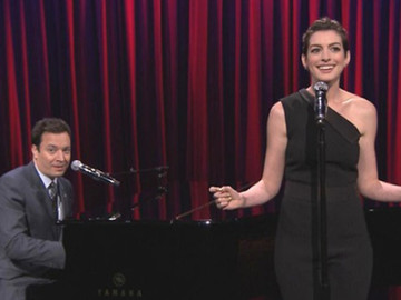 Jimmy Fallon & Anne Hathaway do Broadway versions of rap!