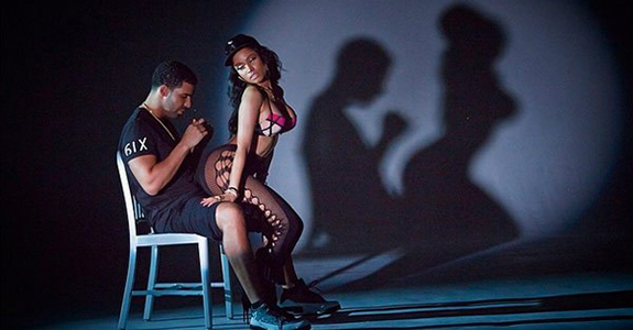 "Don't Miss Nicki Minaj's ""Anaconda"" video!"